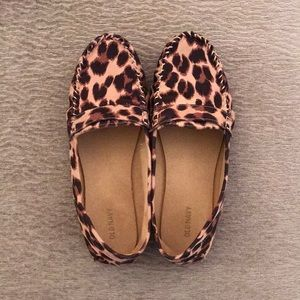 Leopard driving shoes